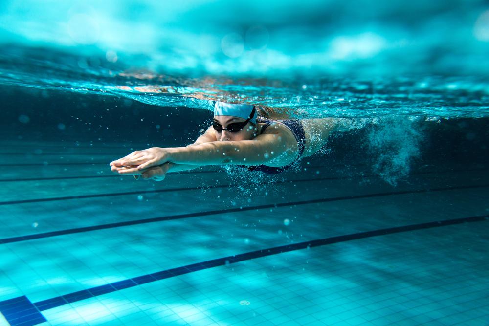 Kontuzje podczas pływania – na co uważać?
