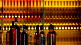Alkohole – w ogniu definicji i przepisów BIZNES, Prawo - Już wkrótce producentom napojów spirytusowych będzie jeszcze trudniej. W 2021 roku zaczną obowiązywać nowe zasady, jednolite dla całej Unii Europejskiej.